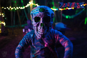 eric poses with skull mask at fozzyfest festival